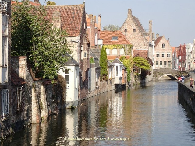 Canal and bridge in Bruges