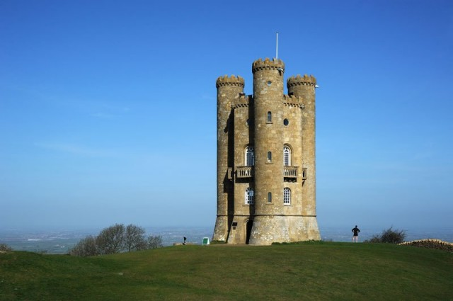Broadway Tower is een folly gelegen op Broadway Hill,