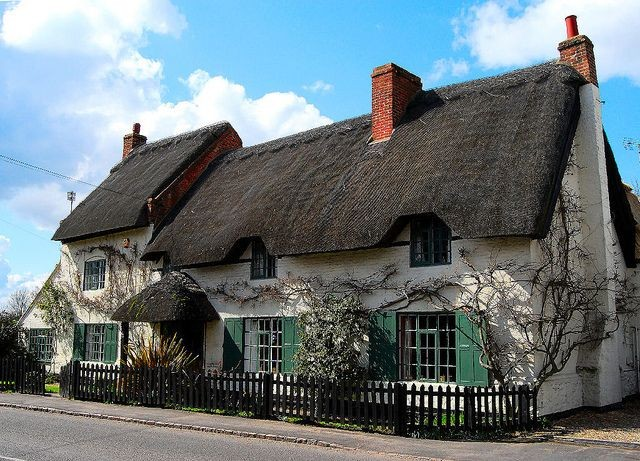 House with thatched roof in Cossington
