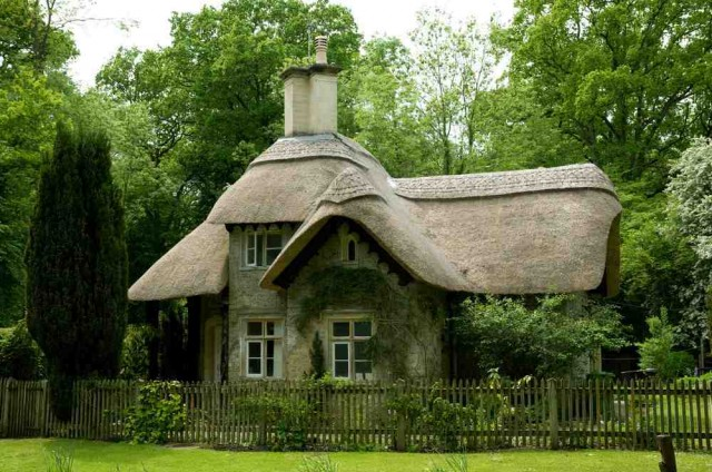 Thatched cottage in Wiltshire