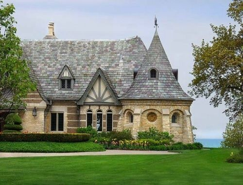 Manor house in Evanston, Illinois