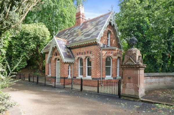 Characteristic 19th century gate lodge in Bladon Park, Belfast