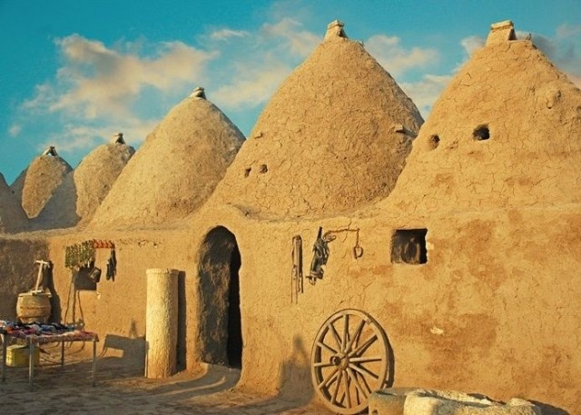 Beehive mud houses in ancient Mesopotamia
