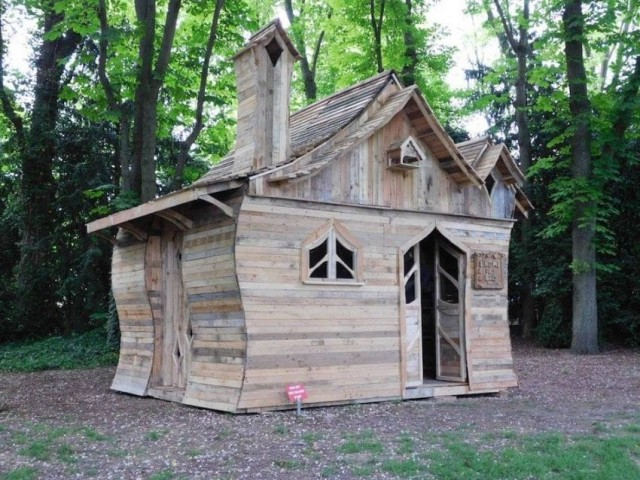 Pallet cabin from artist Patrick Paul