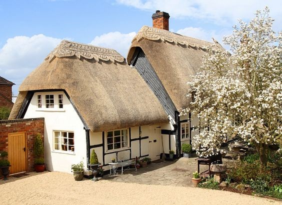 This cottage in the Cotswolds is a fairy tale.