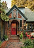 A 1920s Tudor house blends vintage charm