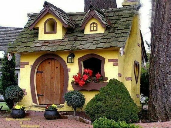 Cute tiny cottage in Servia